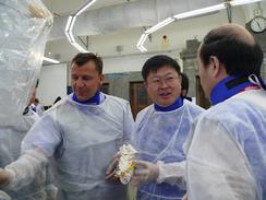 Dr. Schubert im Gespräch mit chinesischen Gastärzten
